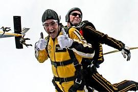 tandem-skydivers-603631__180-1